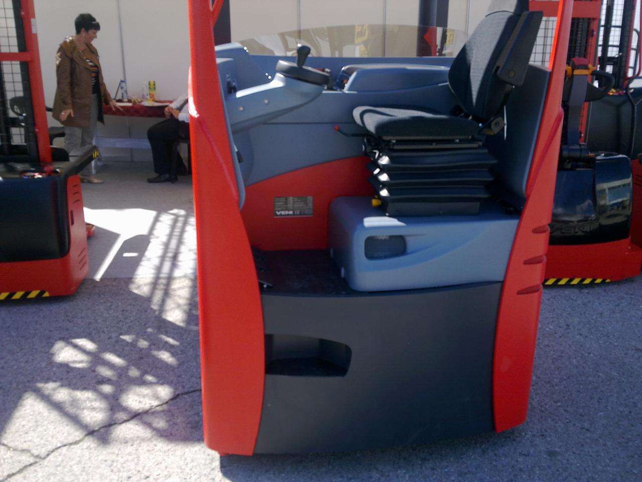 Reach - truck VENI - scaun ergonomic, cabină confortabila